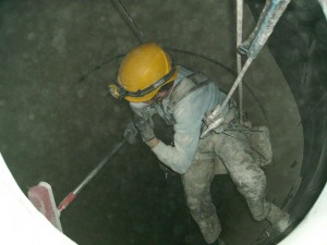 Limpieza mediante cepillado del silo.
